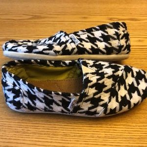 Black and White houndstooth Toms